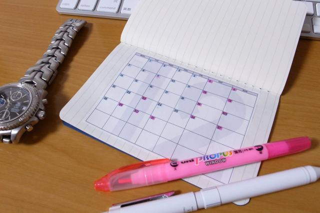 MOLESKINEカイエと月間カレンダーの写真