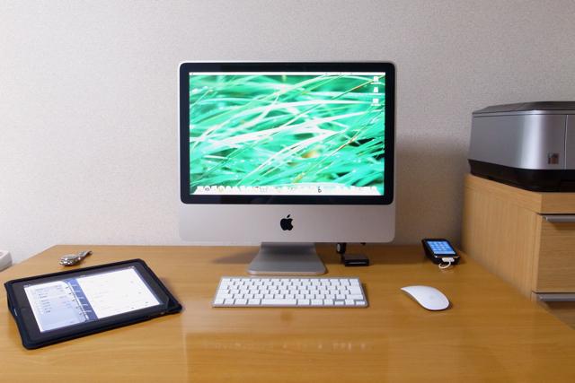 自宅の作業環境(iPad、iMac、iPhone)の写真