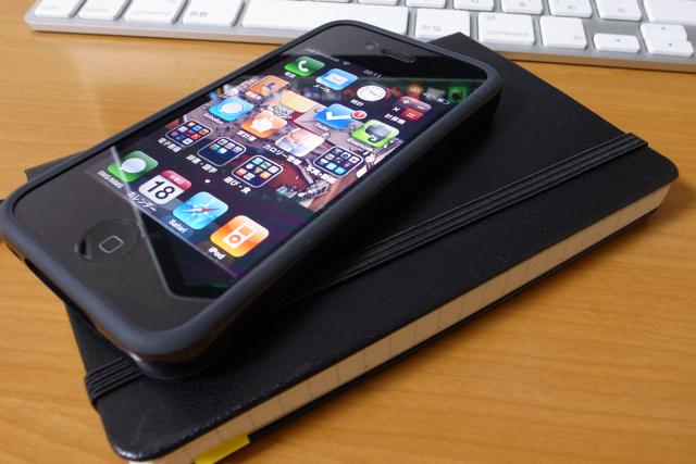 iPhone4とMoleskineの写真