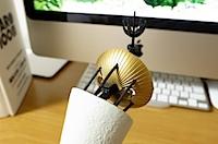 岡本太郎 生誕100年記念 1350スケール「岡本太郎と太陽の塔」の写真