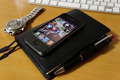 iPhoneと、ほぼ日手帳の写真