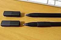MOLESKINE Writing コレクション クリップ式ペンホルダー + グリップ3個の写真