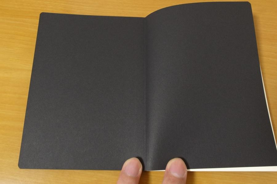 無印良品 滑らかな書き味のノートの見返しの写真