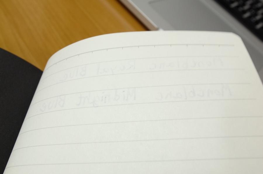 無印良品 滑らかな書き味のノートの試し書きの写真