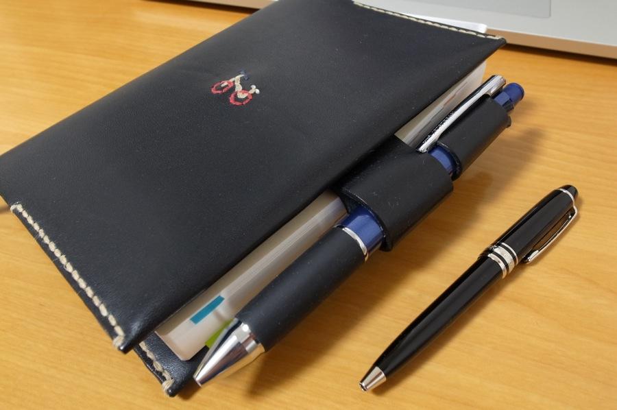 ほぼ日手帳と、MONTBLANC P116 ボールペンの写真