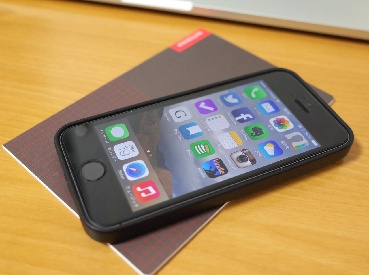 iPhoneとほぼ日のメモ帳の写真